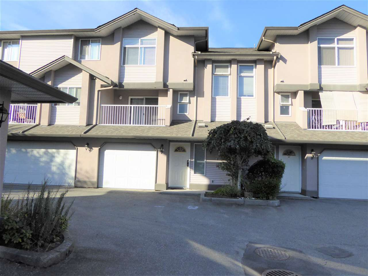 """Photo 1: Photos: 7 2538 PITT RIVER Road in Port Coquitlam: Mary Hill Townhouse for sale in """"RIVER COURT"""" : MLS®# R2392778"""