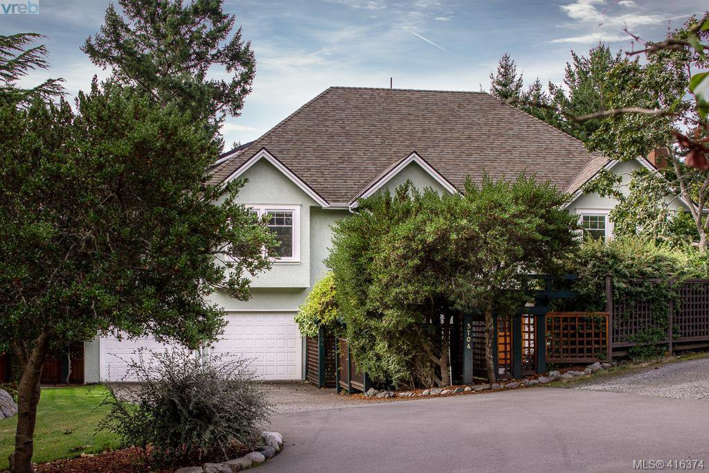 Main Photo: 3704 Arbutus Ridge in VICTORIA: SE Ten Mile Point Single Family Detached for sale (Saanich East)  : MLS®# 825961