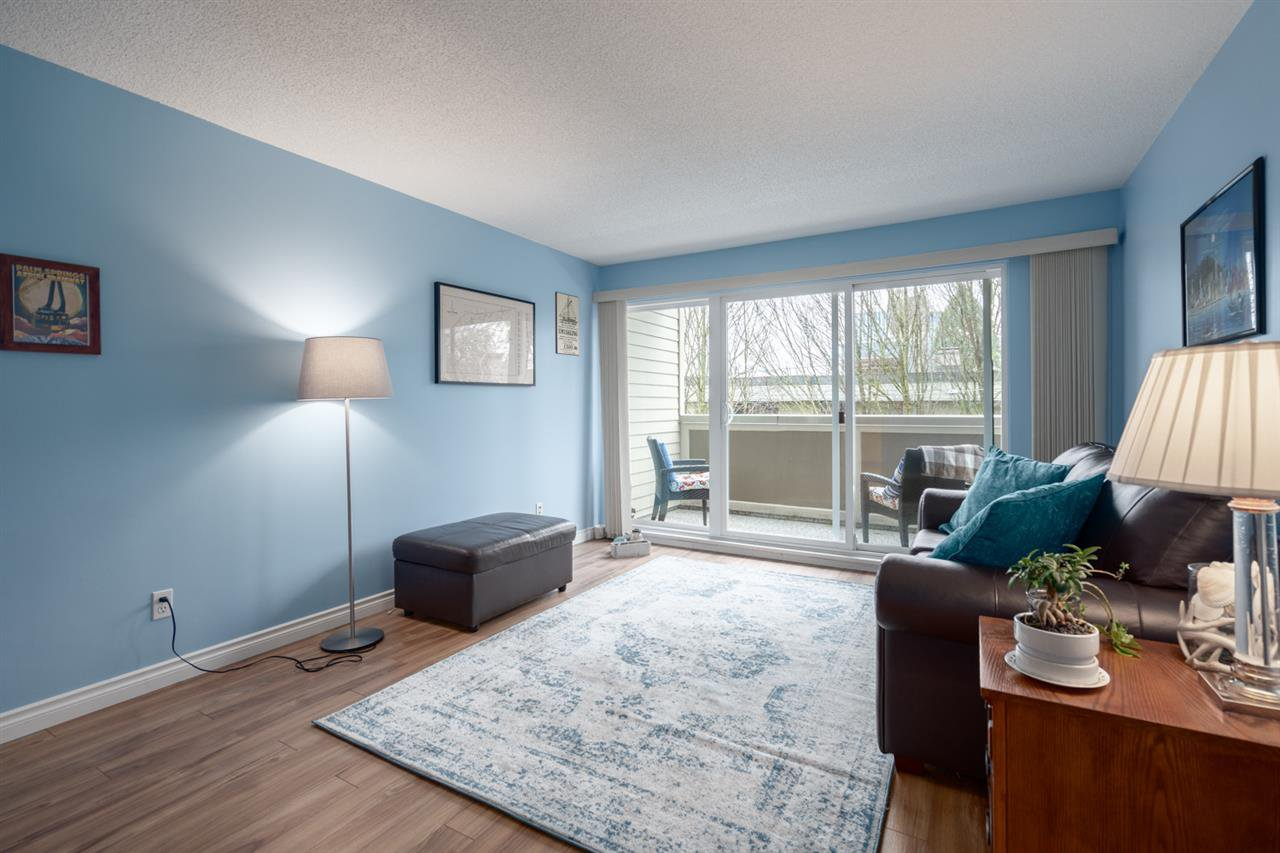 Main Photo: 305 1775 W 11TH AVENUE in Vancouver: Fairview VW Condo for sale (Vancouver West)  : MLS®# R2435069