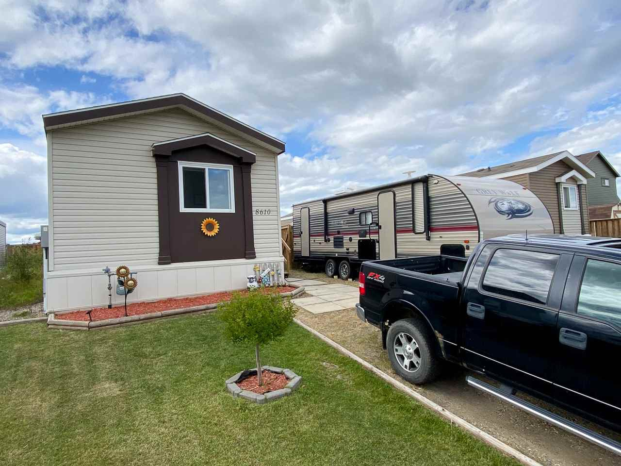 "Main Photo: 8610 79A Street in Fort St. John: Fort St. John - City SE Manufactured Home for sale in ""WINDFIELD ESTATES"" (Fort St. John (Zone 60))  : MLS®# R2484457"