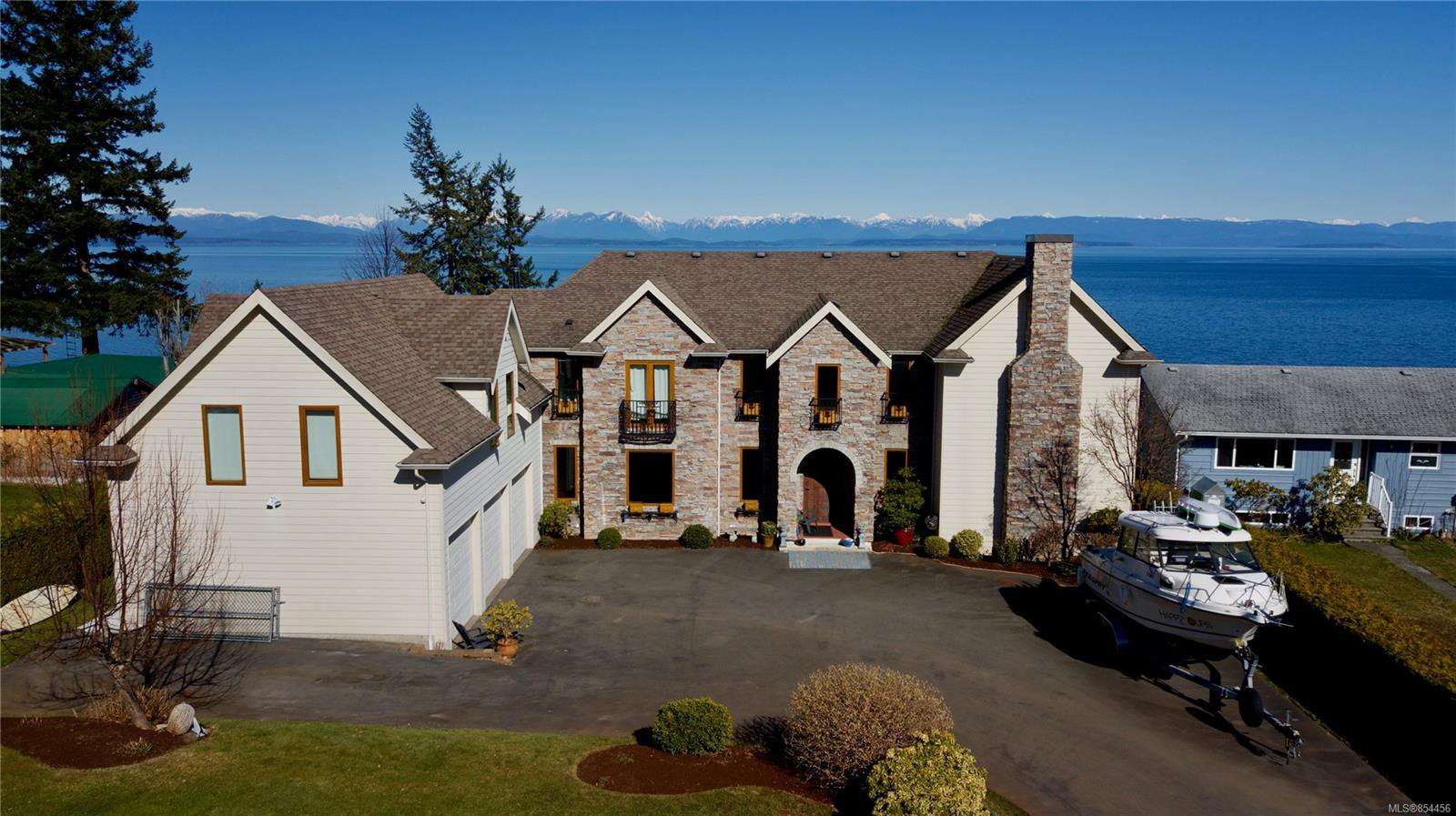 Main Photo: 4085 S Island Hwy in : CR Campbell River South Single Family Detached for sale (Campbell River)  : MLS®# 854456