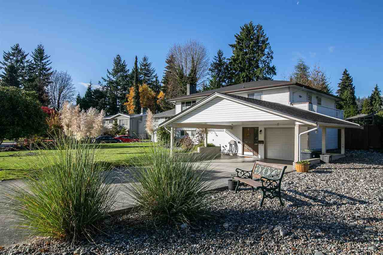 Main Photo: 921 SEACREST Court in Port Moody: College Park PM House for sale : MLS®# R2515791