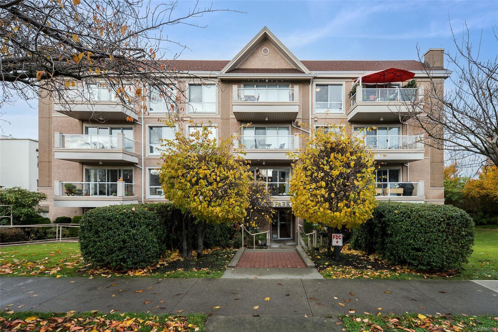 Main Photo: 405 1014 Rockland Ave in : Vi Downtown Condo for sale (Victoria)  : MLS®# 860554