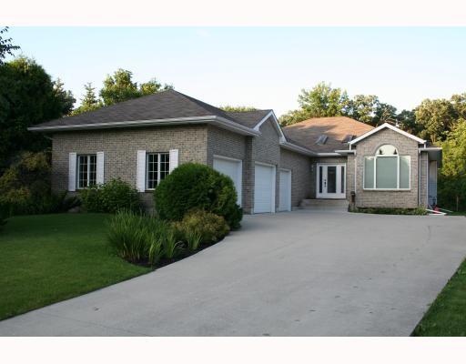 Main Photo:  in WINNIPEG: Fort Garry / Whyte Ridge / St Norbert Residential for sale (South Winnipeg)  : MLS®# 2915623