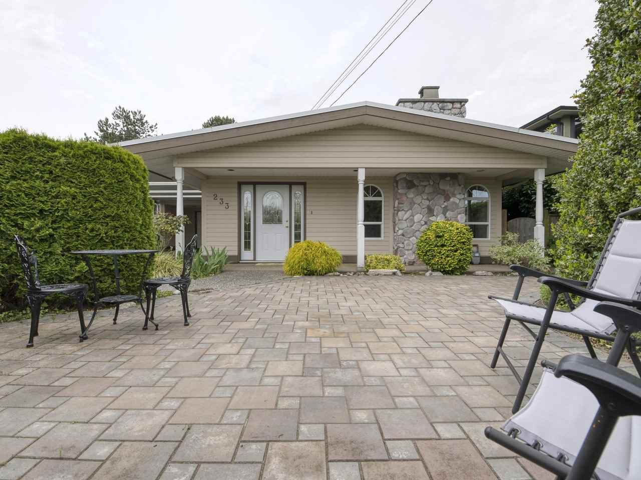"""Main Photo: 233 67 Street in Tsawwassen: Boundary Beach House for sale in """"Bounday Bay"""" : MLS®# R2455324"""