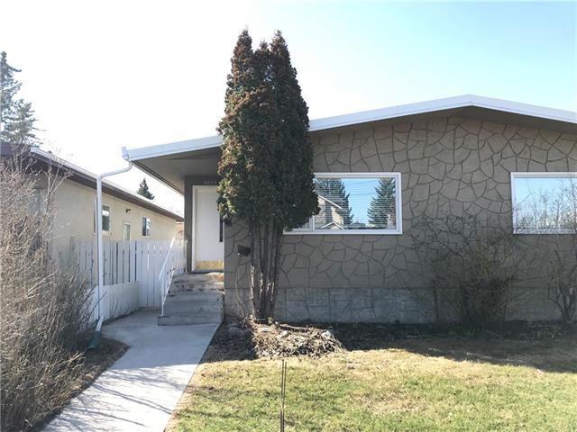 Main Photo: 2037 50 AV SW in Calgary: North Glenmore Park Duplex for sale ()  : MLS®# C4216424