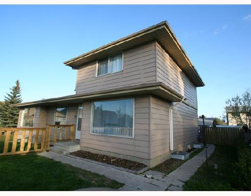 Main Photo: 53 RADCLIFFE Close SE in CALGARY: Radisson Heights Residential Attached for sale (Calgary)  : MLS®# C3346576