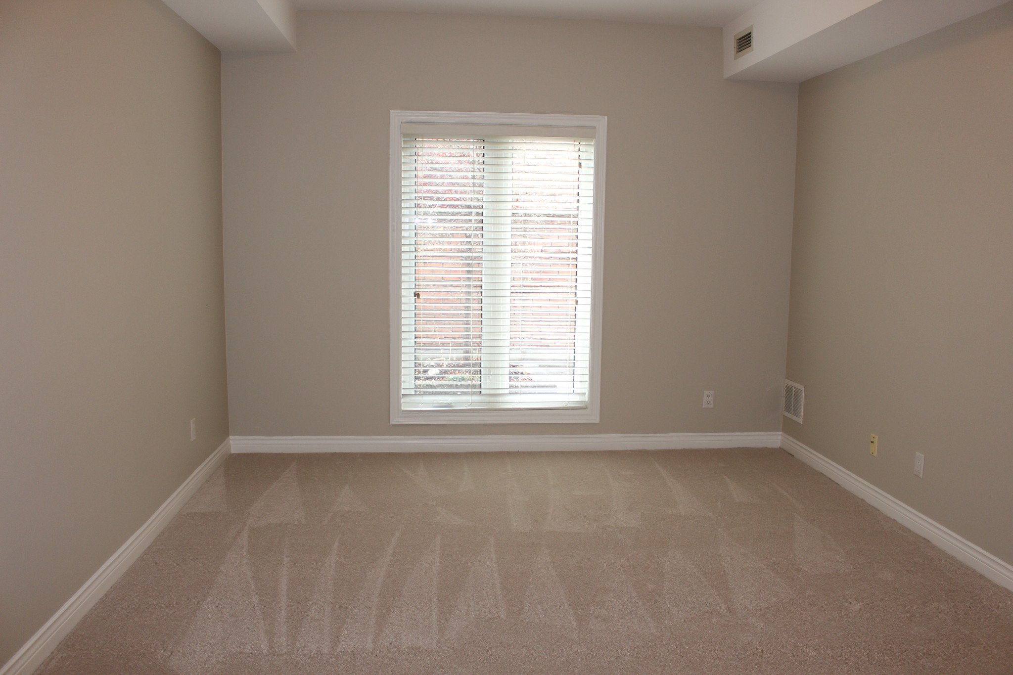 Photo 20: Photos: 102 Maria's Quay in Cobourg: Residential Attached for sale : MLS®# 230864