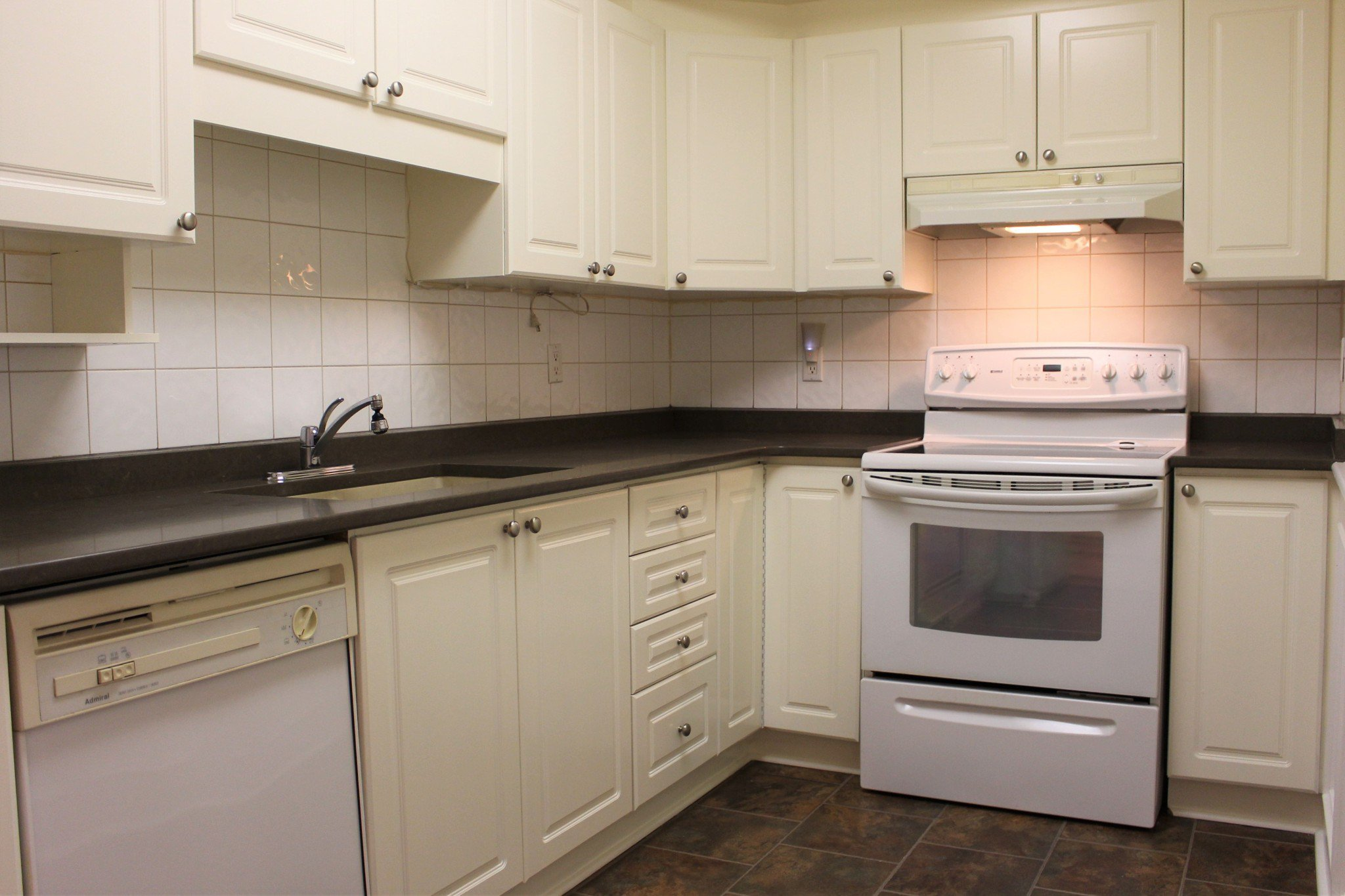Photo 11: Photos: 102 Maria's Quay in Cobourg: Residential Attached for sale : MLS®# 230864