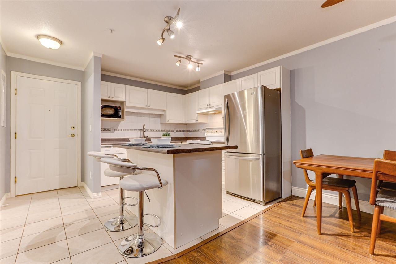 """Main Photo: 210 1999 SUFFOLK Avenue in Port Coquitlam: Glenwood PQ Condo for sale in """"KEY WEST"""" : MLS®# R2517531"""