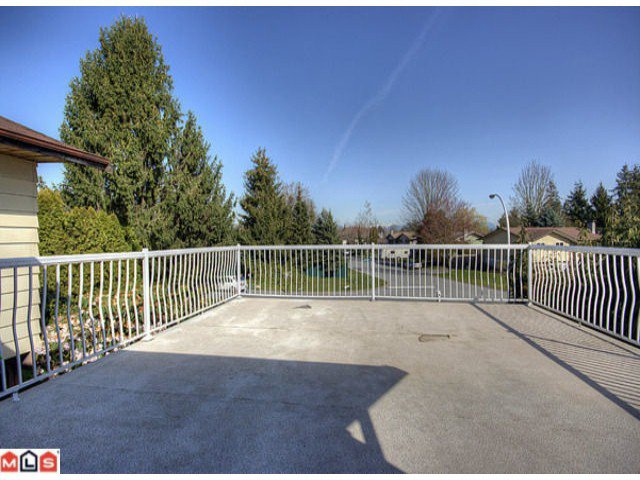 Photo 5: Photos: 17078 JERSEY Drive in Surrey: Cloverdale BC House for sale (Cloverdale)  : MLS®# F1007106