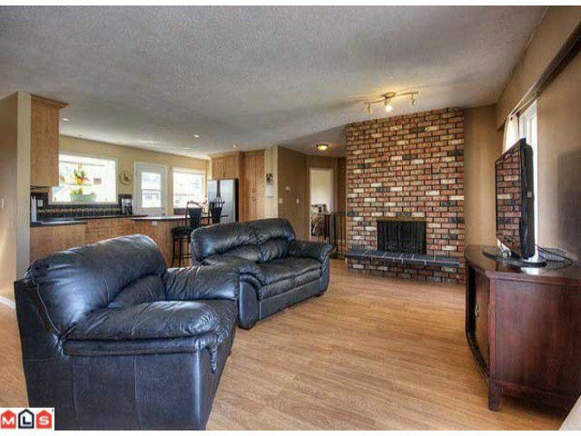 Photo 4: Photos: 17078 JERSEY Drive in Surrey: Cloverdale BC House for sale (Cloverdale)  : MLS®# F1007106