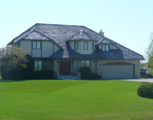 Main Photo: 23 HALPARIN Drive in WINNIPEG: South St Vital Residential for sale (South East Winnipeg)  : MLS®# 2909697