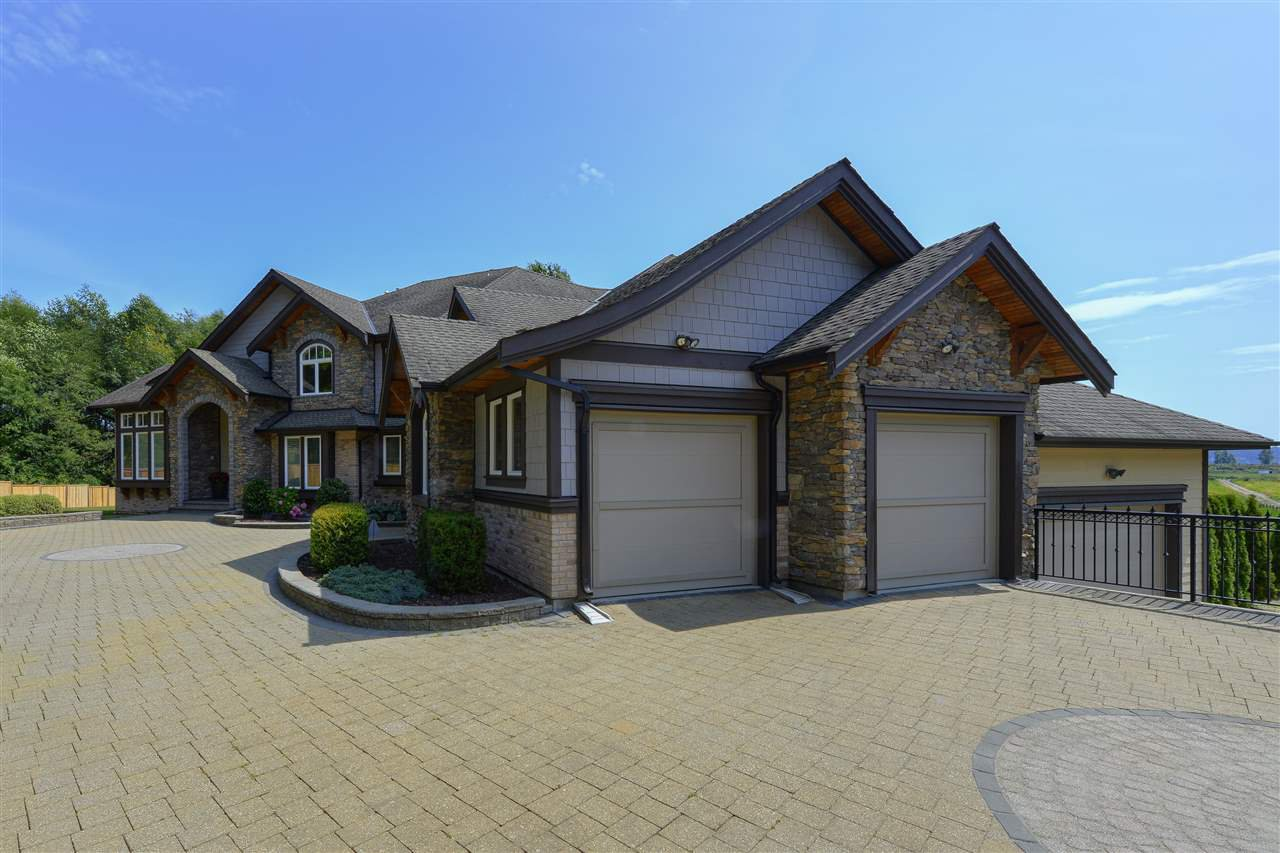 Main Photo: 12968 SOUTHRIDGE Drive in Surrey: Panorama Ridge House for sale : MLS®# R2434272