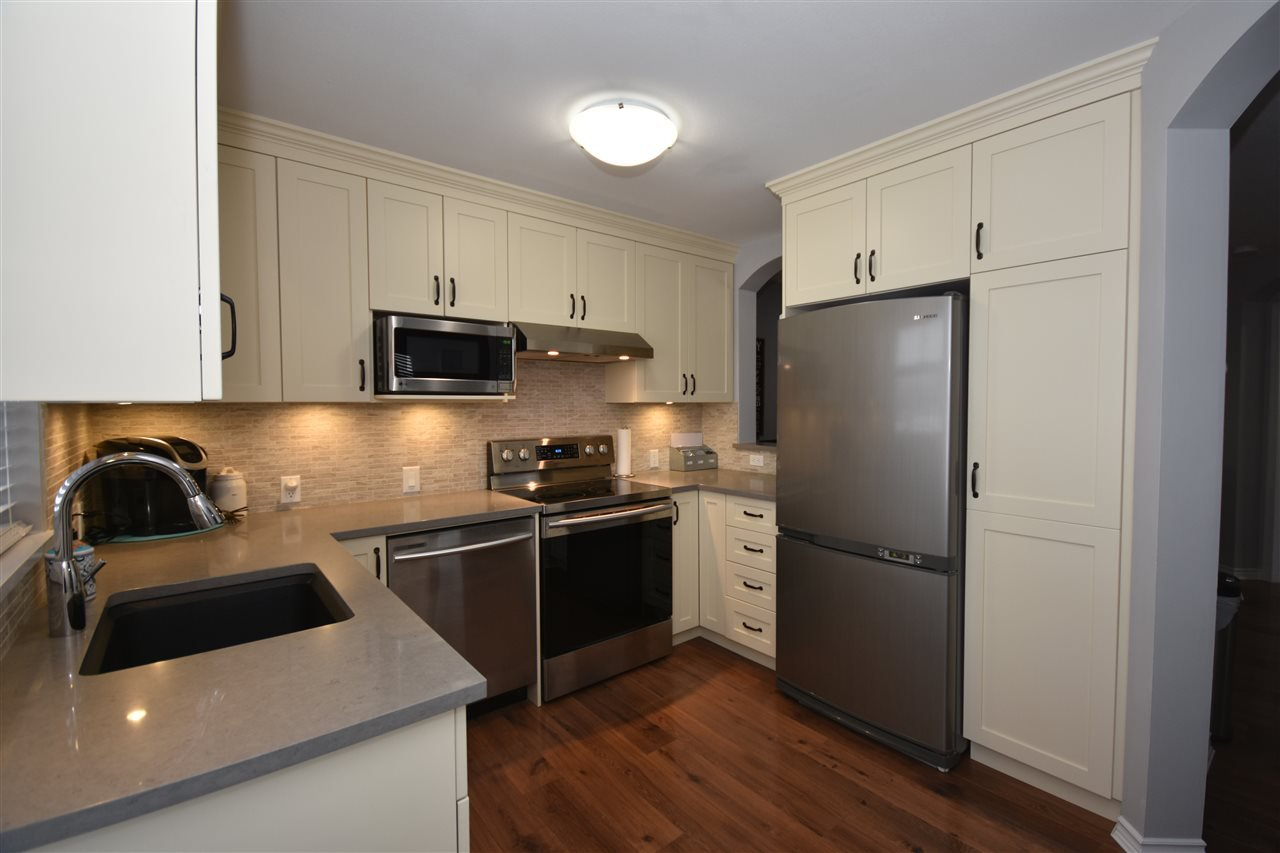 "Photo 7: Photos: 315 4770 52A Street in Delta: Delta Manor Condo for sale in ""WESTHAM LANE"" (Ladner)  : MLS®# R2434441"