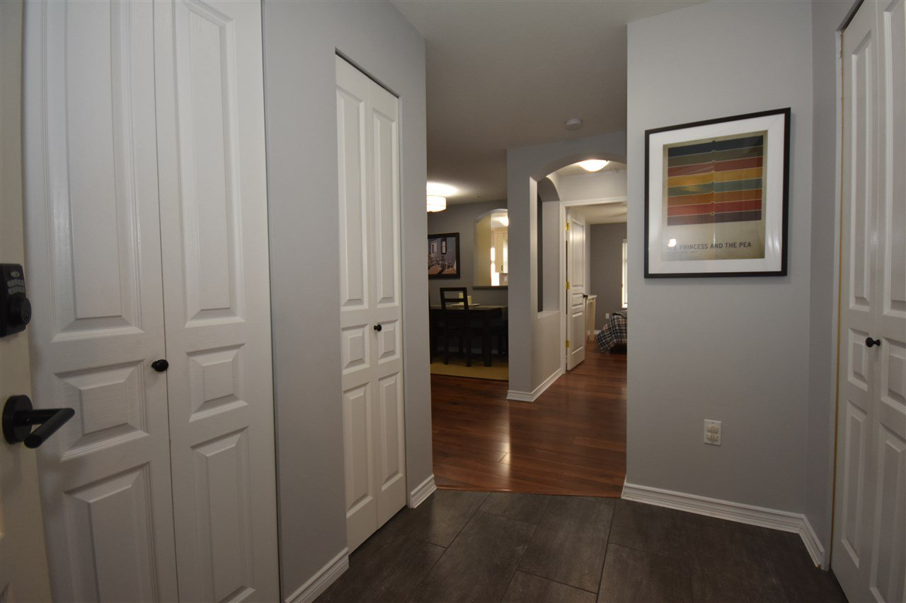 "Photo 2: Photos: 315 4770 52A Street in Delta: Delta Manor Condo for sale in ""WESTHAM LANE"" (Ladner)  : MLS®# R2434441"