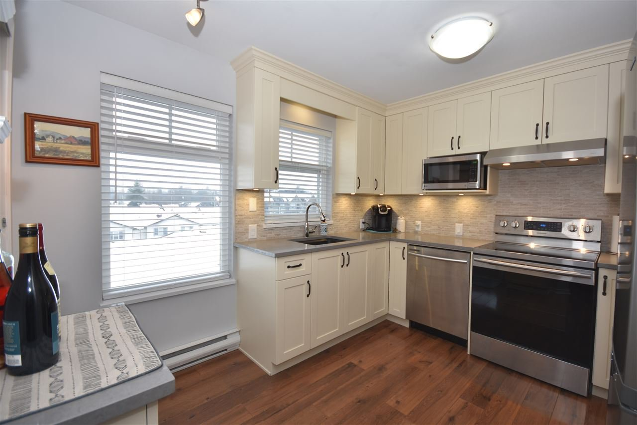 "Photo 6: Photos: 315 4770 52A Street in Delta: Delta Manor Condo for sale in ""WESTHAM LANE"" (Ladner)  : MLS®# R2434441"
