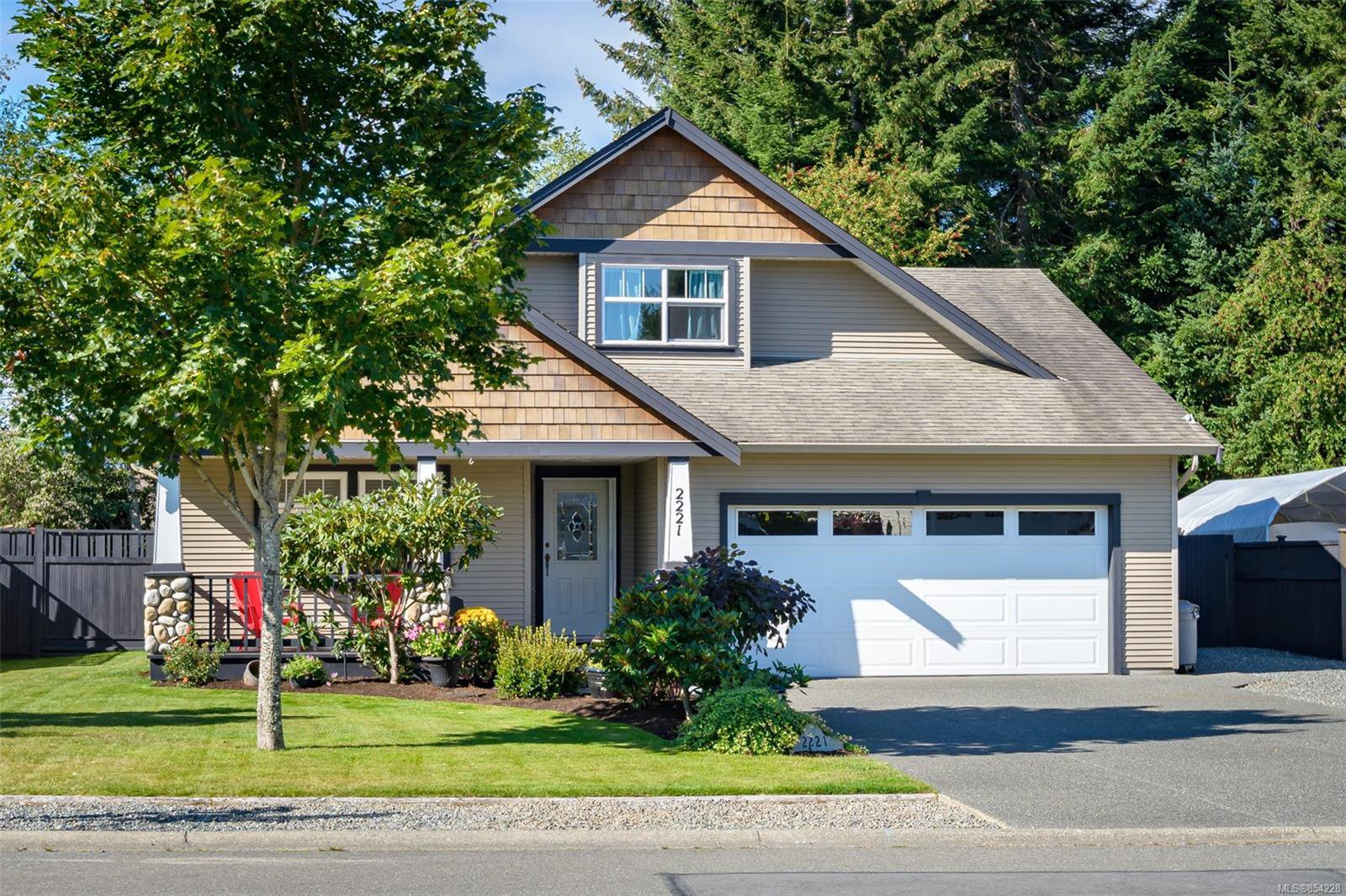 Main Photo: 2221 Whiskey Jack Way in : CV Courtenay East House for sale (Comox Valley)  : MLS®# 854228