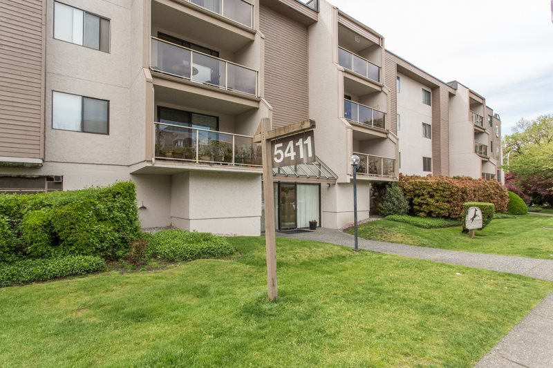 "Main Photo: 203 5411 ARCADIA Road in Richmond: Brighouse Condo for sale in ""Steeple Chase"" : MLS®# R2453480"