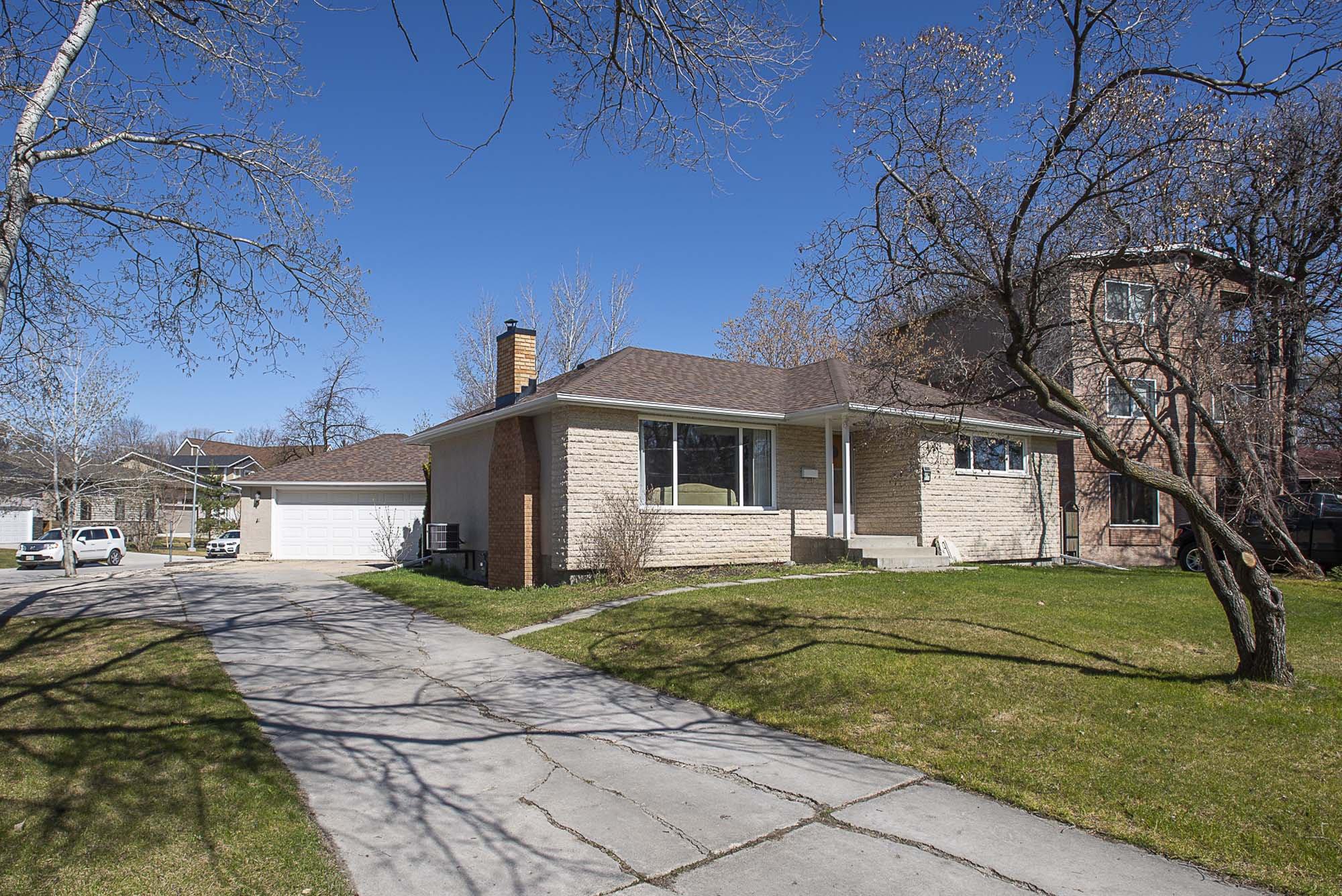 Main Photo: 91 Riverbend Avenue in Winnipeg: Residential for sale (2C)  : MLS®# 202009911