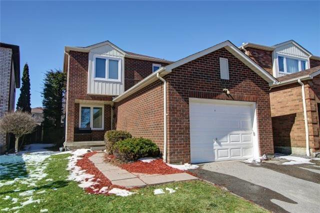 Main Photo: 40 Tipton Cres in Ajax: Freehold for sale : MLS®# E4105299