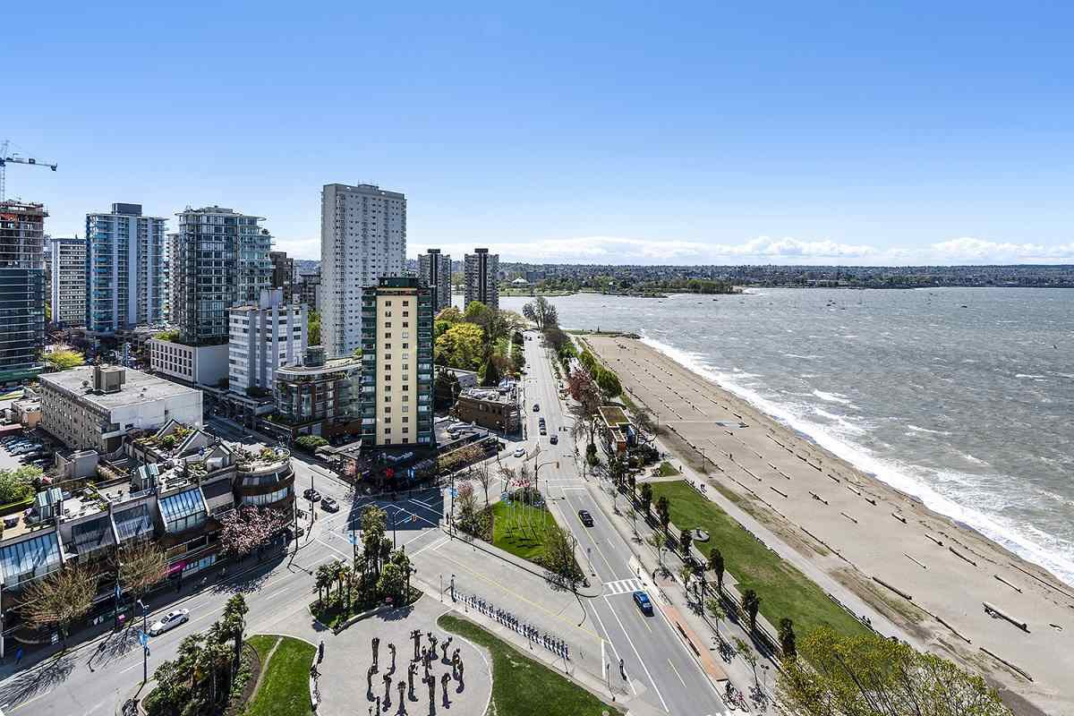 """Main Photo: 1904 1835 MORTON Avenue in Vancouver: West End VW Condo for sale in """"OCEAN TOWERS"""" (Vancouver West)  : MLS®# R2395421"""