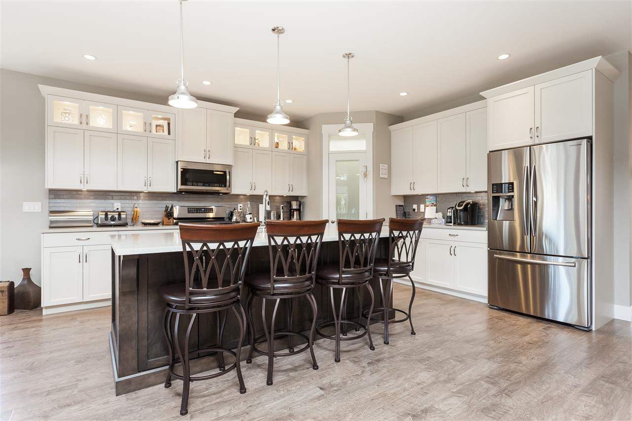 Photo 9: Photos: 4927 215 Street in Langley: Murrayville House for sale : MLS®# R2443426