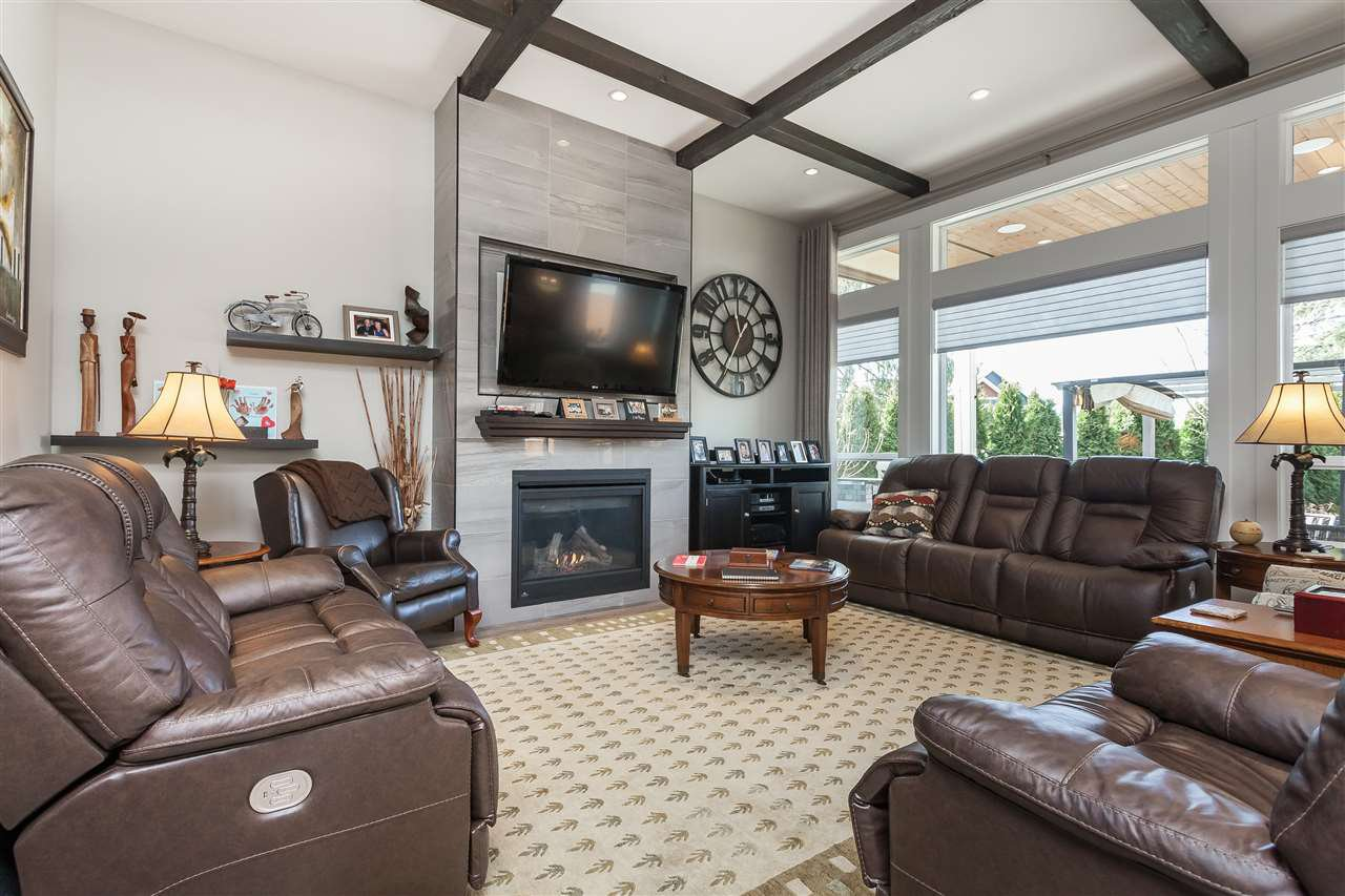 Photo 5: Photos: 4927 215 Street in Langley: Murrayville House for sale : MLS®# R2443426