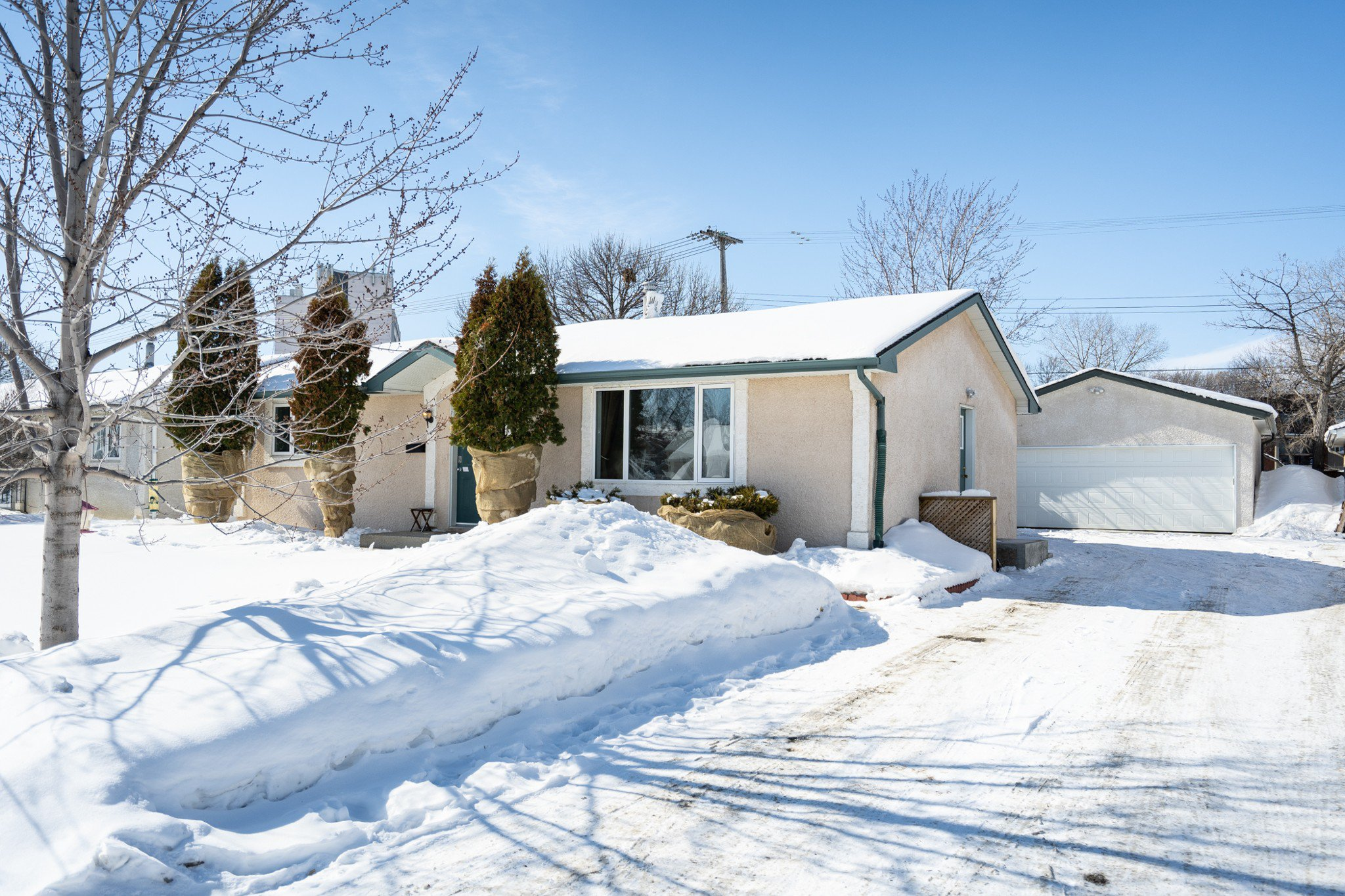 Main Photo: 134 Braintree Crescent in Winnipeg: Jameswood House for sale (5F)  : MLS®# 1905333