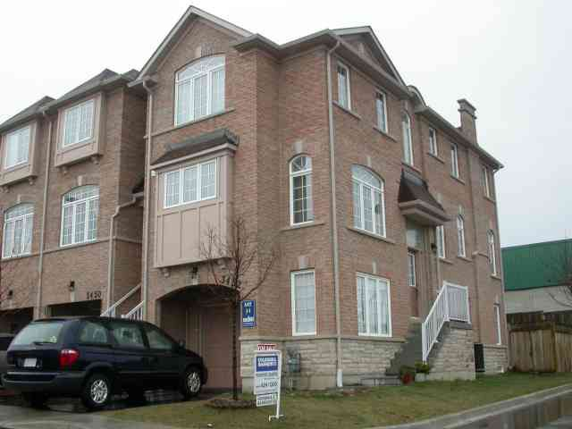 Main Photo:  in Mississauga: House (3-Storey) for sale (W20: MISSISSAUGA)  : MLS®# W1603505