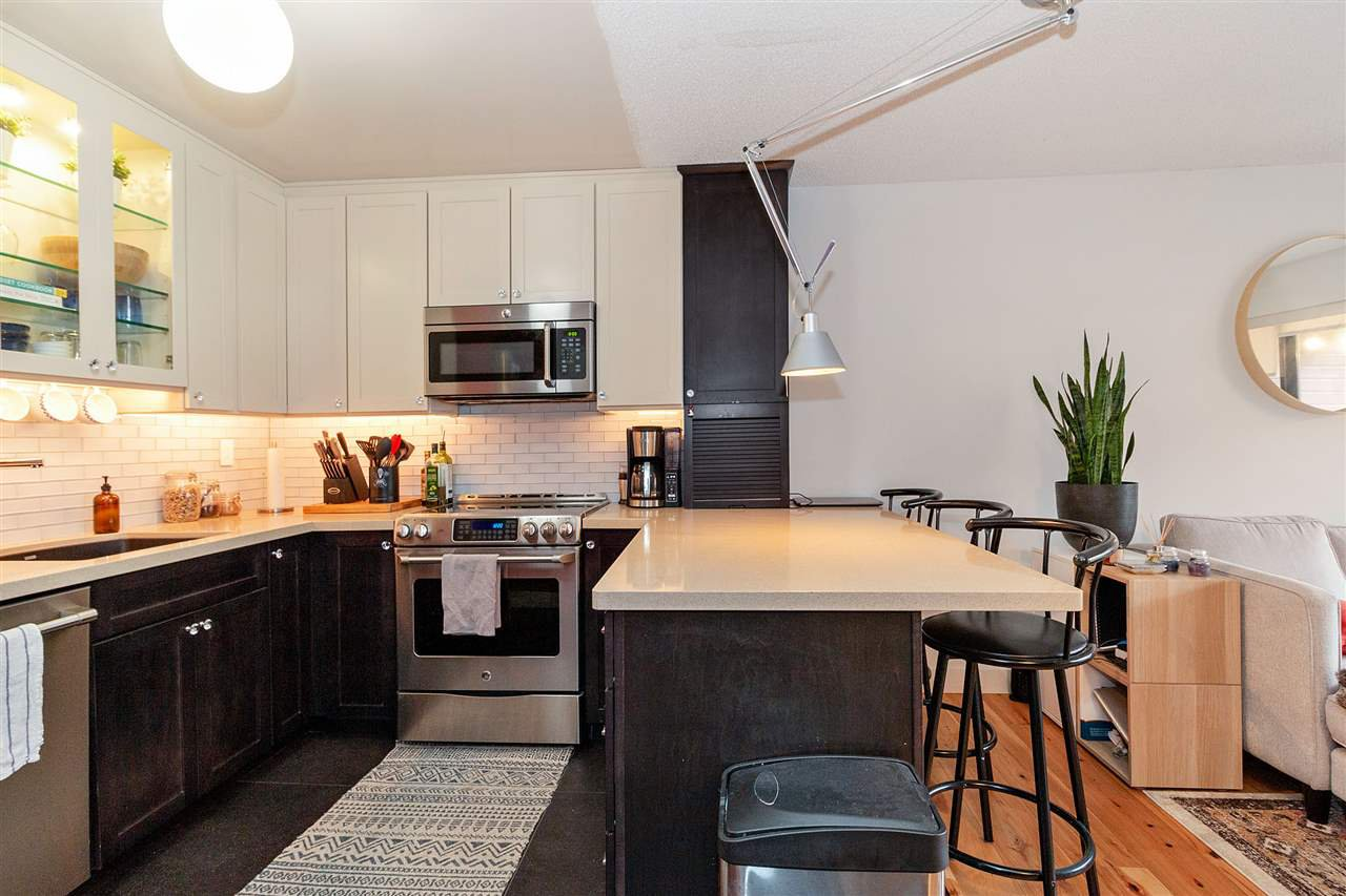 "Main Photo: 212 2920 ASH Street in Vancouver: Fairview VW Condo for sale in ""ASH COURT"" (Vancouver West)  : MLS®# R2440976"