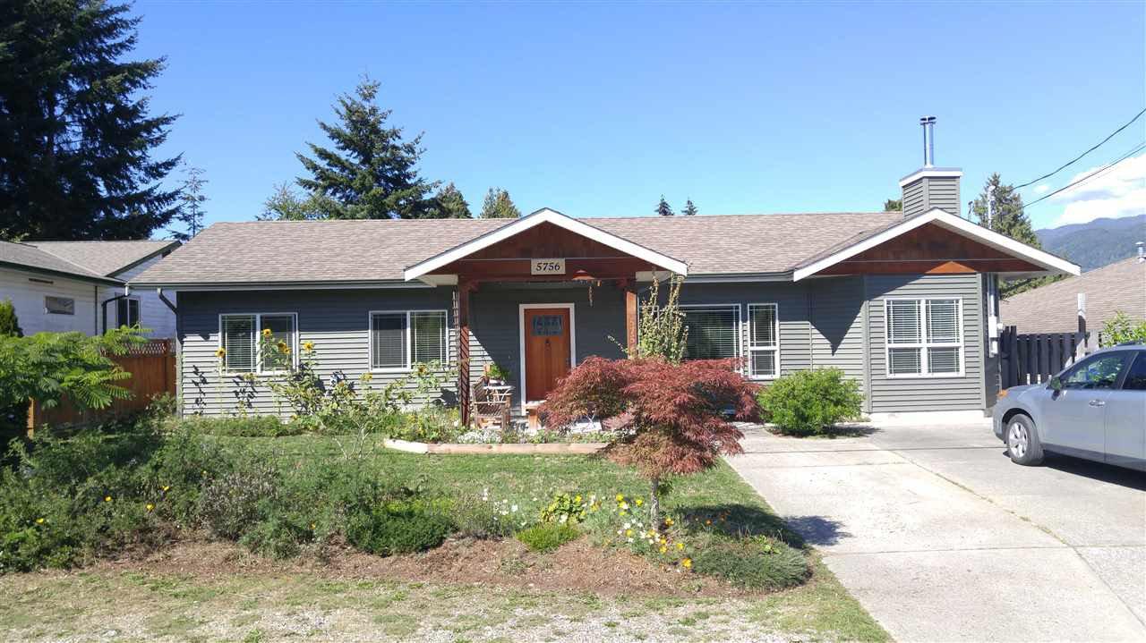 Main Photo: 5756 NEPTUNE Road in Sechelt: Sechelt District House for sale (Sunshine Coast)  : MLS®# R2491794