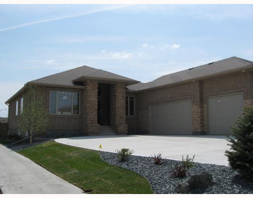 Main Photo: 4 EASTOAK Drive in WINNIPEG: Windsor Park / Southdale / Island Lakes Residential for sale (South East Winnipeg)  : MLS®# 2911775