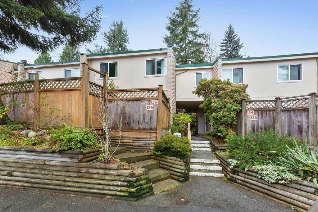 Main Photo: 136 15215 105 Avenue in Surrey: Guildford Townhouse for sale (North Surrey)  : MLS®# R2422053