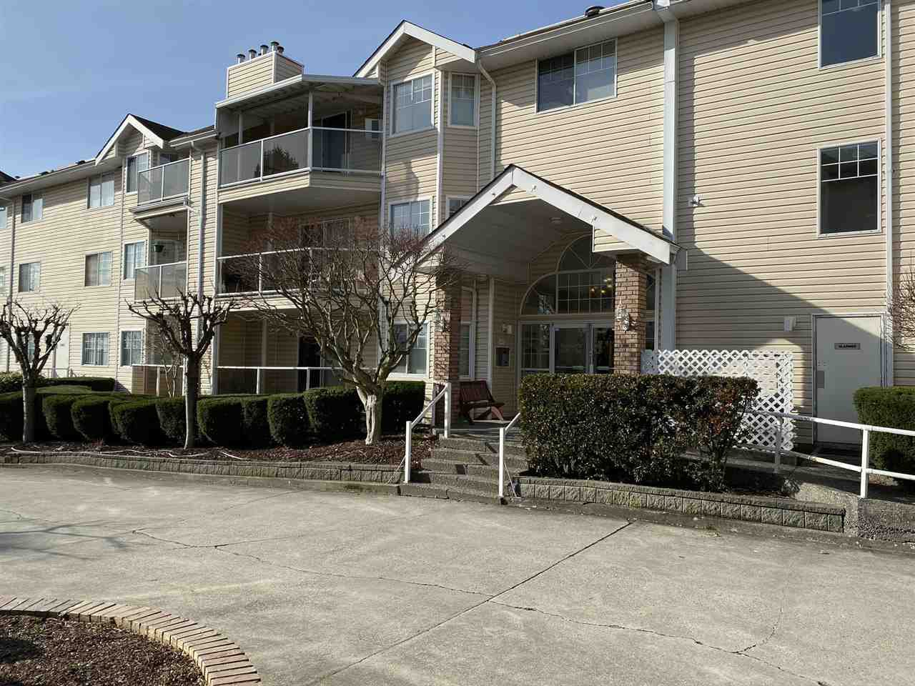 """Main Photo: 120 22611 116 Avenue in Maple Ridge: East Central Condo for sale in """"ROSEWOOD COURT"""" : MLS®# R2433176"""