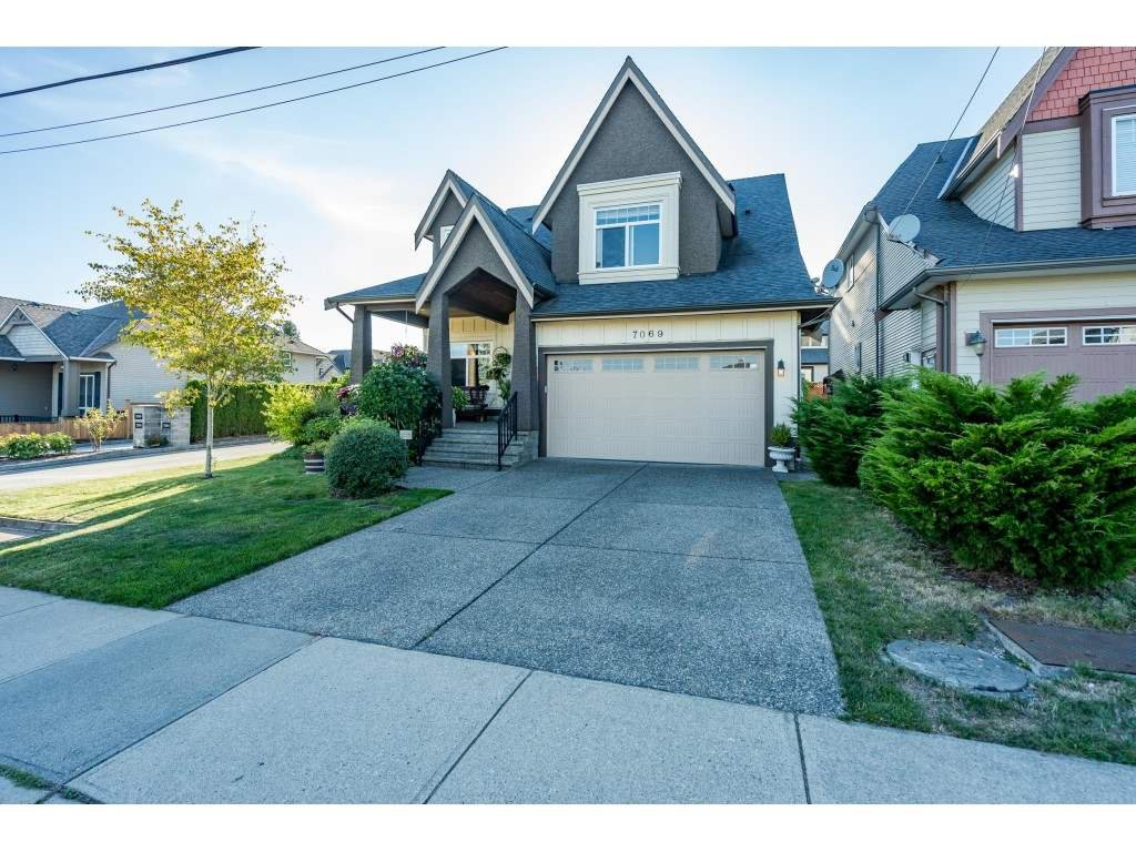Main Photo: 7069 197B Street in Langley: Willoughby Heights House for sale : MLS®# R2493540