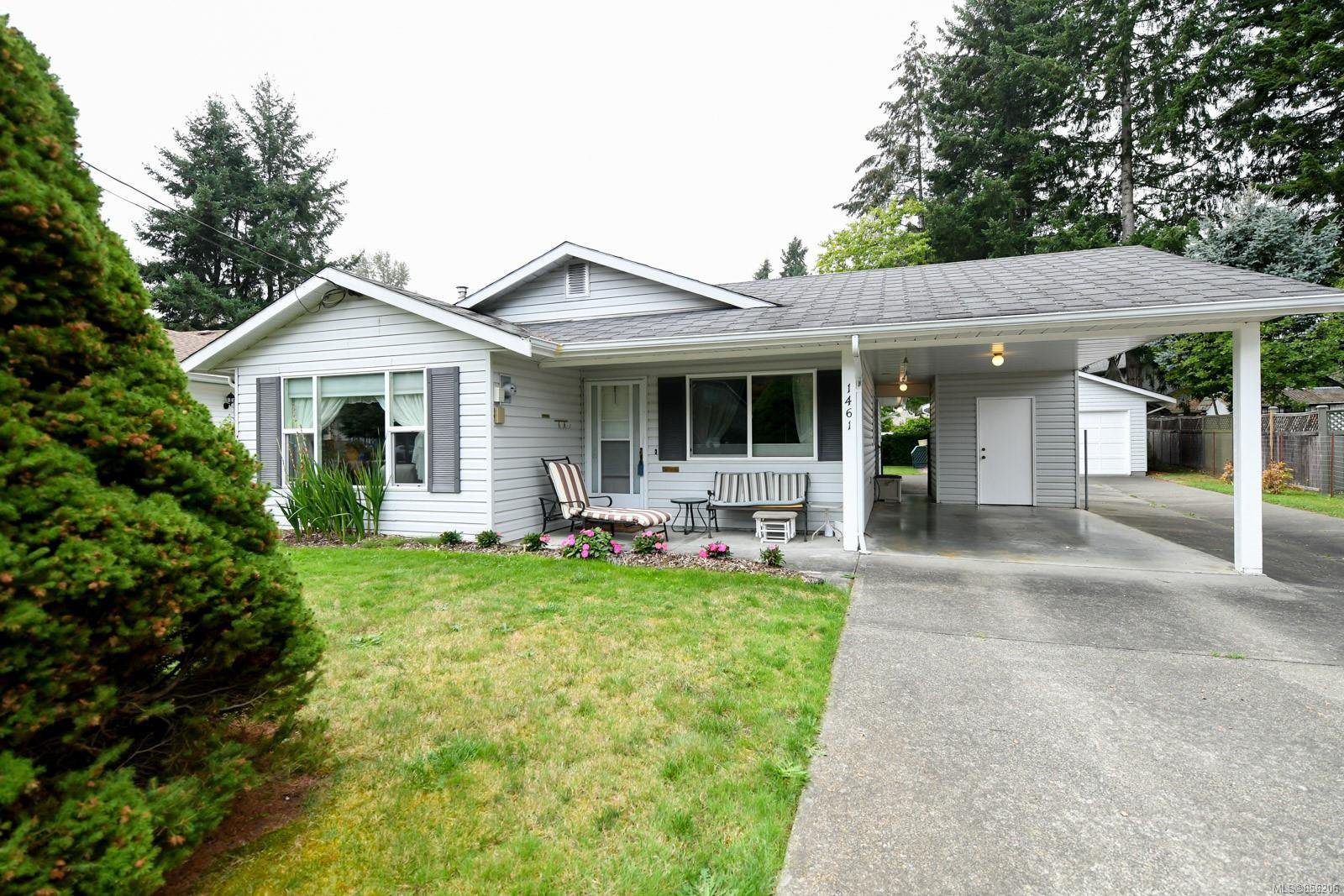 Main Photo: 1461 Embleton Cres in : CV Courtenay City House for sale (Comox Valley)  : MLS®# 856206