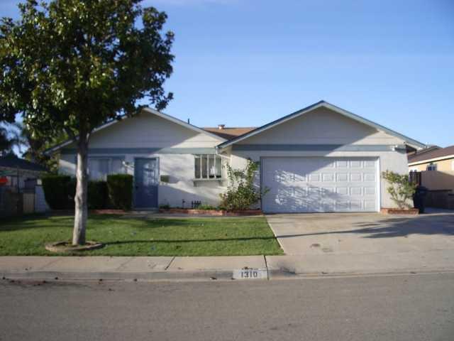 Main Photo: NORTH ESCONDIDO House for sale : 3 bedrooms : 1310 Siggson Avenue in Escondido