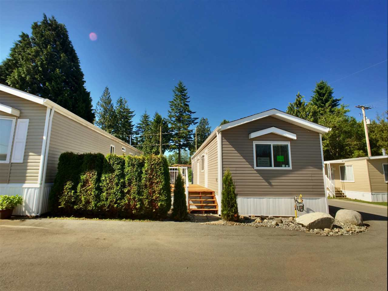 "Main Photo: 22 24330 FRASER Highway in Langley: Otter District Manufactured Home for sale in ""Langley Grove Estates"" : MLS®# R2390196"