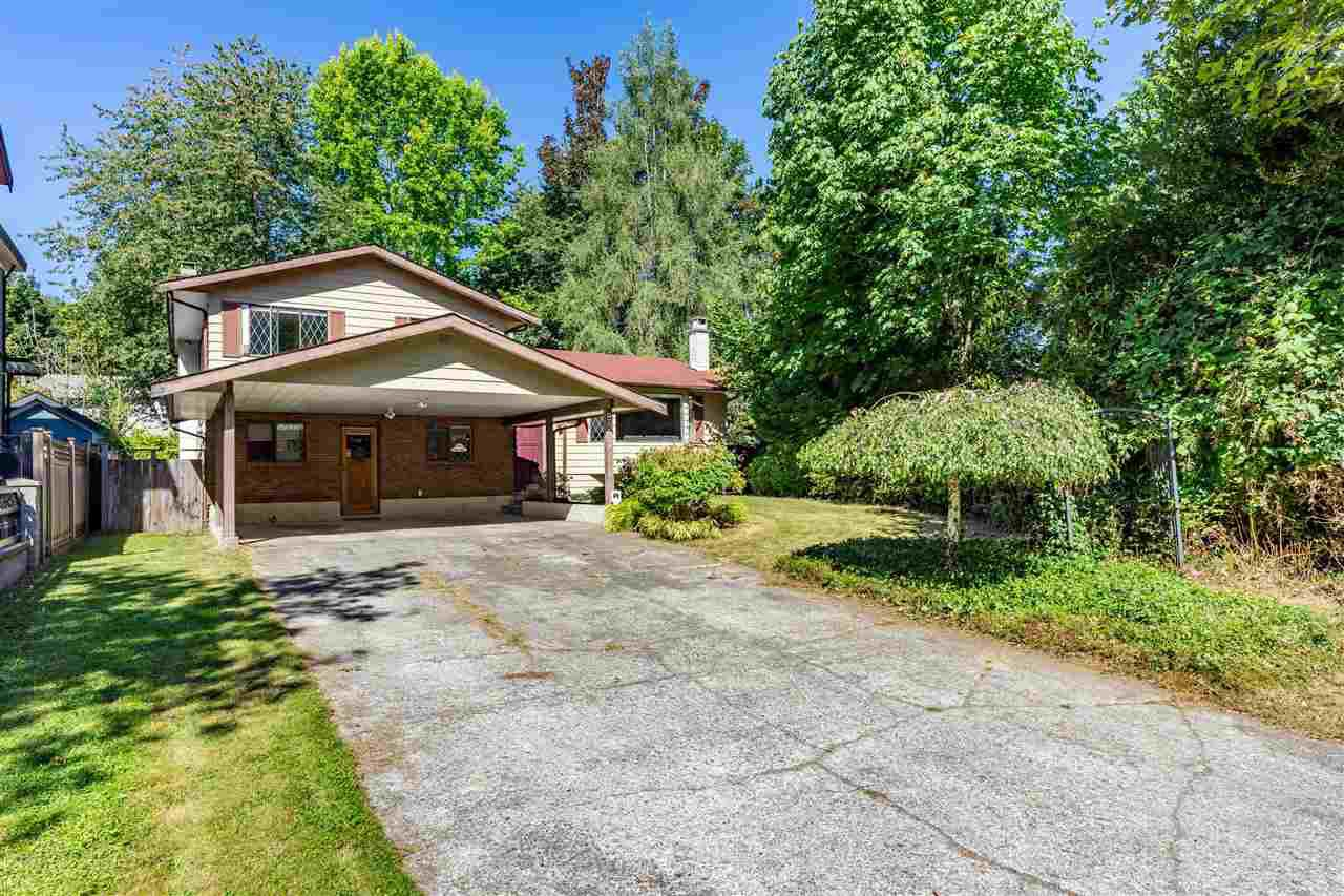 Main Photo: 8937 EDINBURGH Drive in Surrey: Queen Mary Park Surrey House for sale : MLS®# R2485380