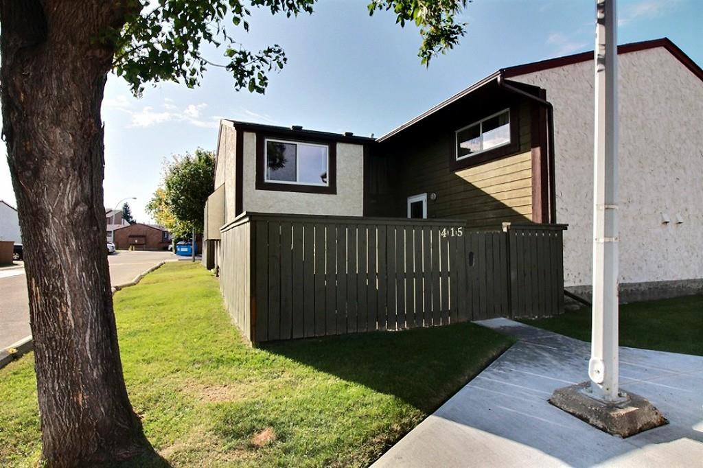 Main Photo: 415 WILLOW Court in Edmonton: Zone 20 Townhouse for sale : MLS®# E4172589