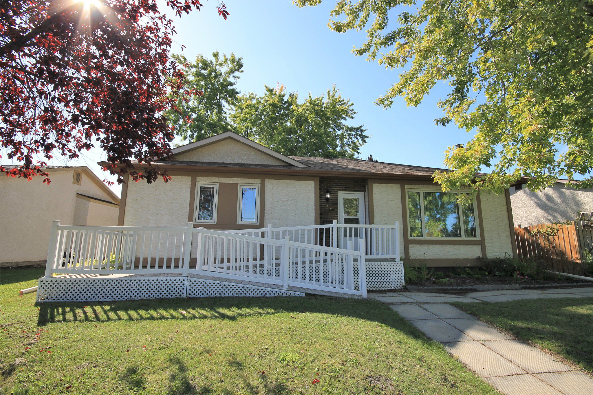 Main Photo: 136 Grassie Boulevard in Winnipeg: Residential for sale (3H)  : MLS®# 1927034
