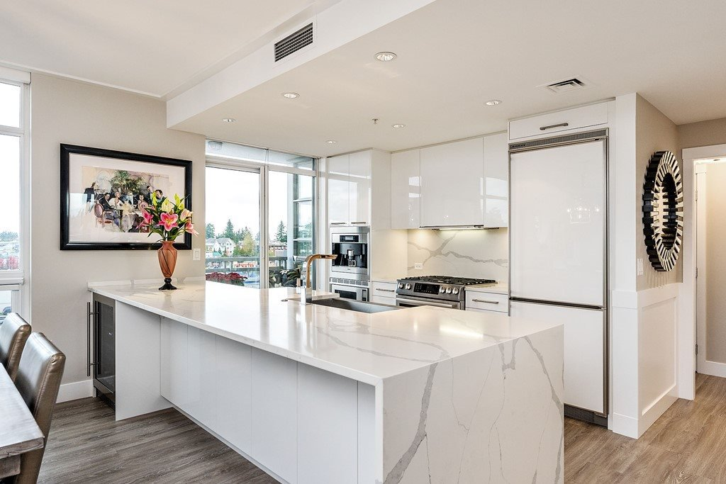 """Main Photo: 604 15152 RUSSELL Avenue: White Rock Condo for sale in """"Miramar - Tower """"A"""""""" (South Surrey White Rock)  : MLS®# R2508829"""