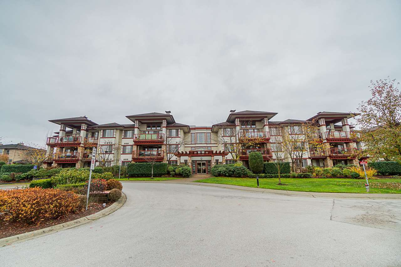 "Main Photo: 309 16483 64 Avenue in Surrey: Cloverdale BC Condo for sale in ""St. Andrews"" (Cloverdale)  : MLS®# R2418515"