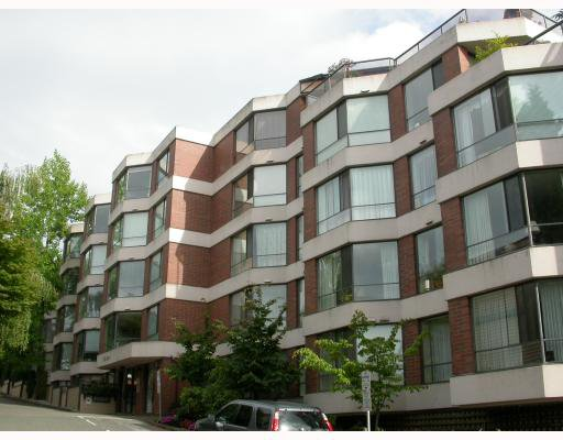 "Main Photo: 106 2140 BRIAR Avenue in Vancouver: Quilchena Condo for sale in ""ARBUTUS VILLAGTE"" (Vancouver West)  : MLS®# V781202"