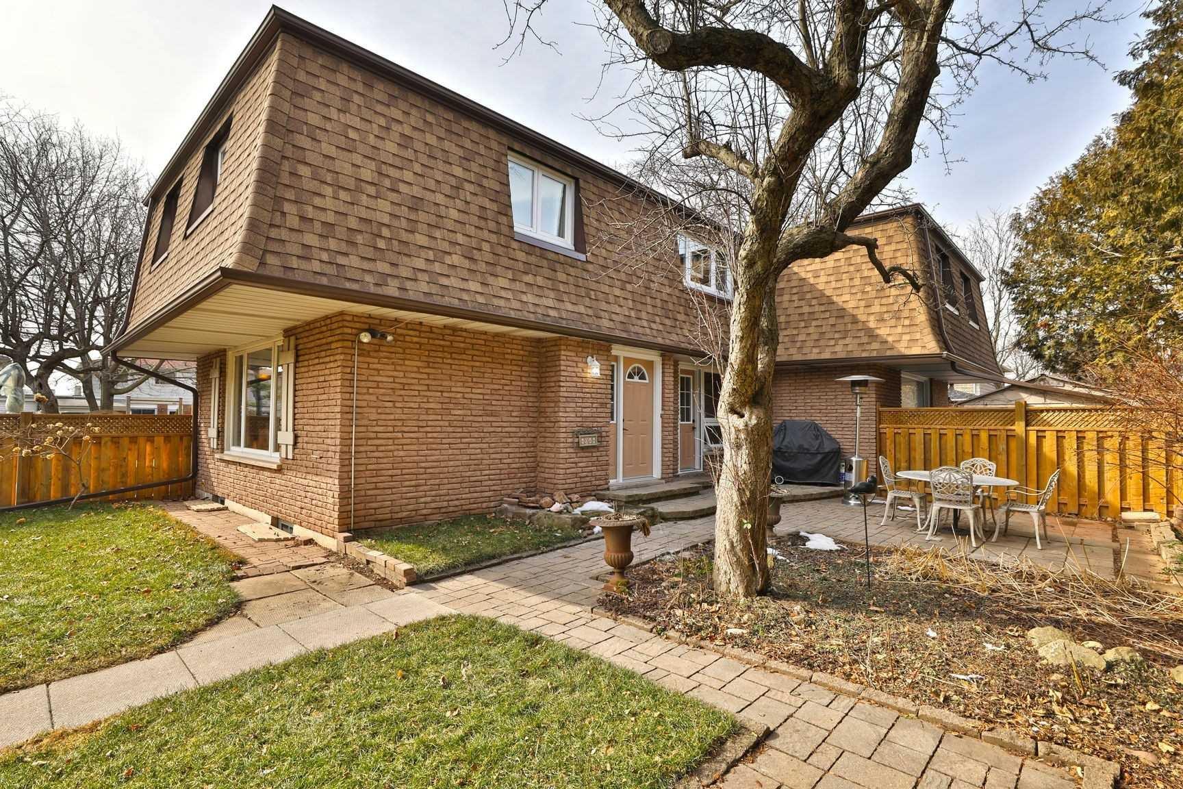 Main Photo: 4044 Longmoor Drive in Burlington: Shoreacres Condo for sale : MLS®# W4703496