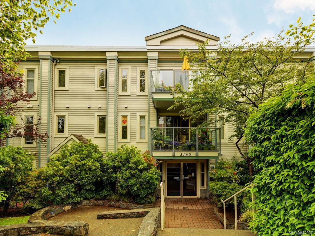 Main Photo: 410 3160 Albina St in Saanich: SW Tillicum Condo Apartment for sale (Saanich West)  : MLS®# 842087