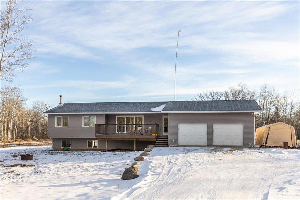 Main Photo: 73 DELWOOD Drive in Steinbach: R16 Residential for sale : MLS®# 202100768