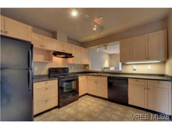 Main Photo: 103 908 Brock Avenue in VICTORIA: La Langford Proper Townhouse for sale (Langford)  : MLS®# 274150