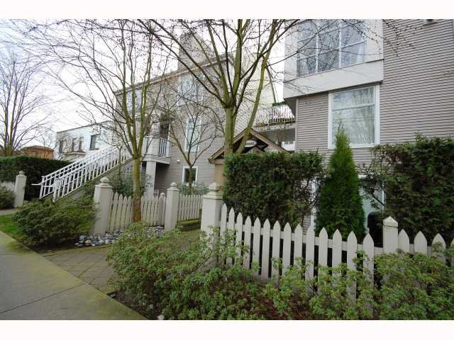 """Main Photo: 3128 W 4TH Avenue in Vancouver: Kitsilano Townhouse for sale in """"THE AVANTI"""" (Vancouver West)  : MLS®# V814495"""